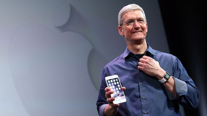 Apple CEO Tim Cook with the new iPhone 6 and the Apple Watch (Getty Images)