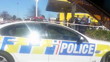 Police at Mill Street Pak'n'Save (Glen Tylee)