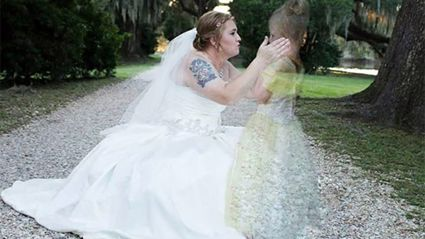 The Story Behind This Viral Wedding Photo Will Move You to Tears