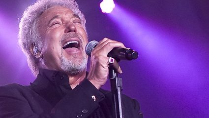 Murray Lindsay Catches Up With Tom Jones