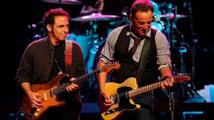 Legendary Guitarist Nils Lofgren talks to Brian Kelly