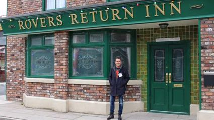 Lorna chats with Mike Hosking about his Coronation St visit