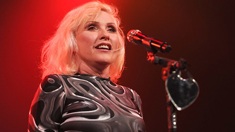 What provoked Debbie Harry to remove all mirrors from her home