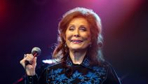Loretta Lynn postpones album after stroke