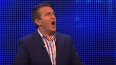 Viewers claim Bradley Walsh's new show is 'fixed' after time blunder