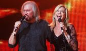 Barry Gibb and Olivia Newton-John: Islands in the Stream