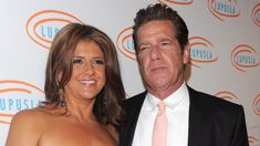 Glenn Frey's widow to sue New York hospital after star's death
