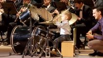 Russian drumming toddler wows crowd