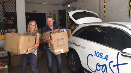 Jase and Bernie donate Christmas gifts to the Auckland City Mission