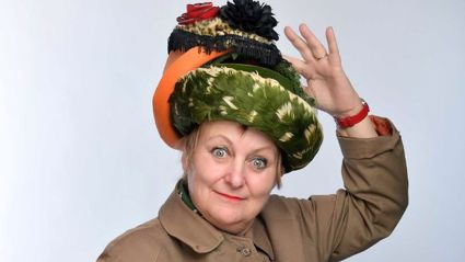 Lorna chats to UK comedian Charmian Hughes