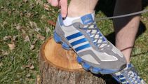 THIS is what that extra shoelace hole is for on your shoe ...