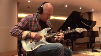 Mark Knopfler performs spine-tingling rendition of the 'Last Post' in memory of WWI heroes