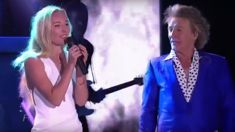 Rod Stewart performs beautiful 'Forever Young' duet with his daughter