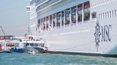 Watch the terrifying moment a Kiwi woman gets injured as cruise ship crashes in Venice