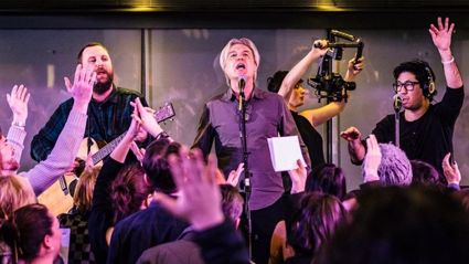 Talking Heads frontman David Byrne performs EPIC cover of David Bowie's 'Heroes' with full choir