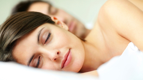 Here's why sleeping naked is beneficial to our health and waistlines!