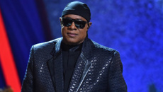 Stevie Wonder to have Kidney Transplant!