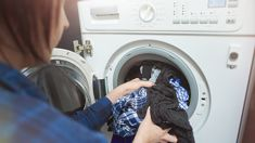 """This """"surprisingly simple"""" laundry hack helps dry clothes TWO times faster!"""