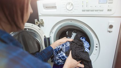 "This ""surprisingly simple"" laundry hack helps dry clothes TWO times faster!"