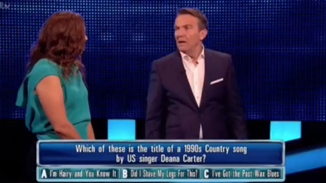 """Bradley Walsh hilariously tells off The Chase contestant after she """"questioned his question"""""""