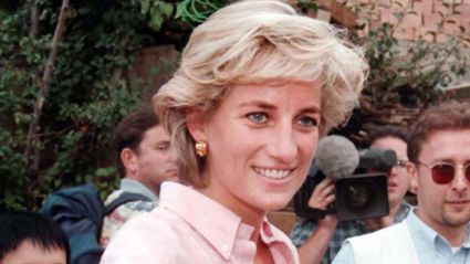 Photos of Princess Diana comforting a crying mother at her dead son's grave are going viral