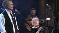 Art Garfunkel and his son sing adorable rendition of 'The 59th Street Bridge Song (Feelin' Groovy)'