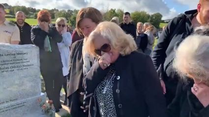 Irishman leaves funeral mourners in tears of laughter with hilarious graveside prank