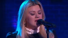 Kelly Clarkson performs stunning cover of Bob Dylan's 'Make You Feel My Love'