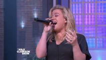 """Kelly Clarkson belts out a soulful rendition of Cher's classic, """"If I Could Turn Back Time"""""""