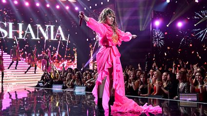 Shania Twain performs EPIC medley of her greatest hits at the American Music Awards 2019