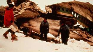 40 years on: Government and Air New Zealand apologise to family members over Erebus disaster