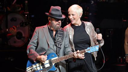 The Eurythmics reunite for awesome surprise rendition of 'Sweet Dreams'