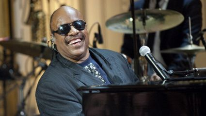 Shaquille O'Neal sparks conspiracy theory Stevie Wonder isn't blind after elevator encounter