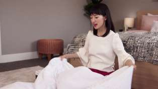 Netflix's Marie Kondo shares her awesome life hack for folding the dreaded fitted sheet