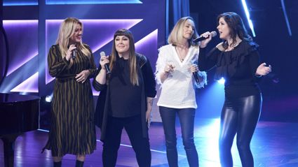 Kelly Clarkson is joined by Wilson Phillips for an awesome performance of 'Hold On'