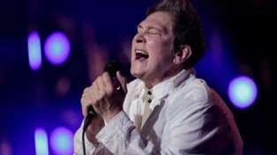 k.d Lang performs a spine-tingling version of Leonard Cohen's Hallelujah
