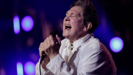 k.d Lang performs a spine-tingling version of Leonard Cohen's Hallelujah