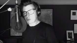 Rick Astley performs stunningly soulful cover of 'Ain't No Sunshine' in tribute to Bill Withers