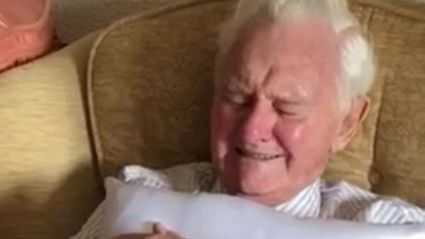 WWII veteran overcome with emotion after receiving touching gift to remember his late wife