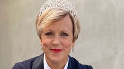 "Hilary Barry pays tribute to our Anzacs with this week's ""Formal Friday"" outfit"