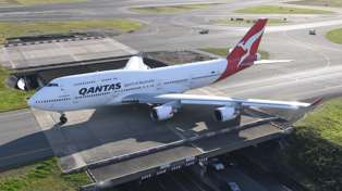 Qantas pilot flying the last Boeing 747 out of Australia draws kangaroo in the sky