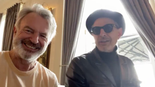 Sam Neill duets with Jeff Goldblum for jazzy piano rendition of 'I Remember You' by Frank Ifield