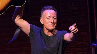 Bruce Springsteen's daughter is all grown up and she is beautiful!