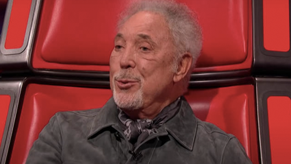 Tom Jones stuns The Voice UK audience again with spine-tingling rendition of Elvis Presley classic